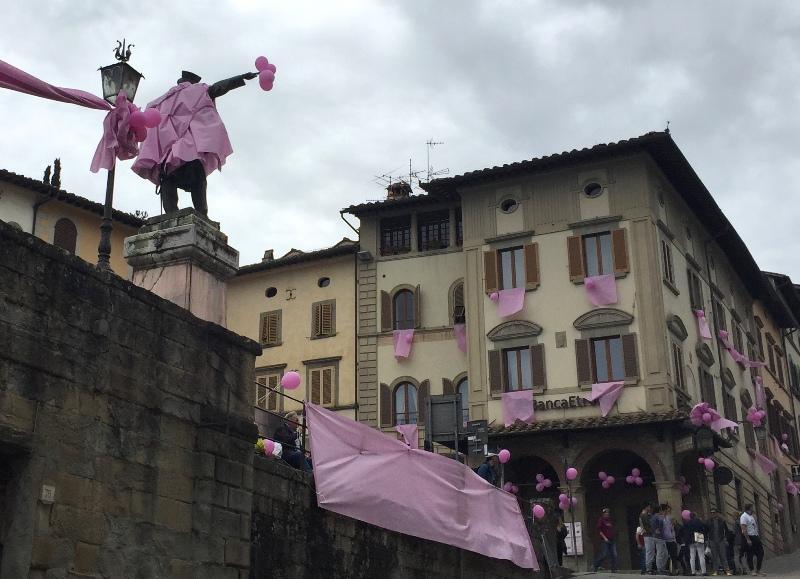 Garibaldi e piazza in rosa