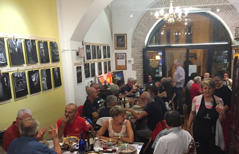 L'Intrepida | La cena con gli amici della Transumanza in Bici | L'Intrepida | foto interna cena 1